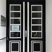 Maler-für-Wedel-und-Hamburg-Aussenarbeiten-Tür-in-Winterhude