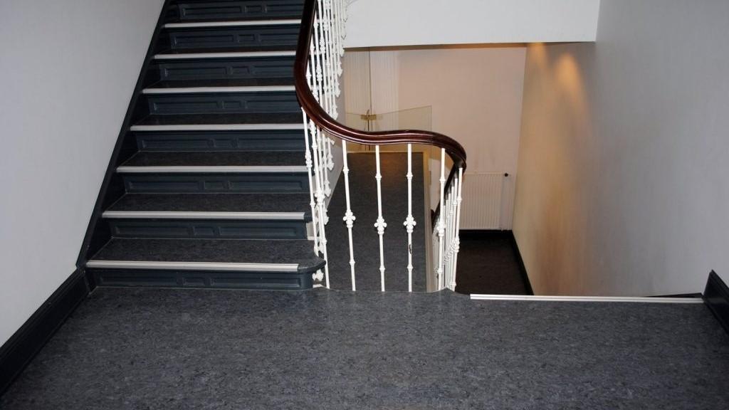 Maler Wedel Hamburg Bodenbelaege Treppenhaus Laminat