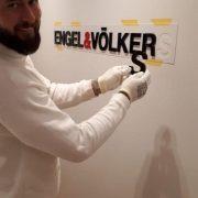 Maler-für-Wedel-und-Hamburg-Innenarbeiten-Engel-Völkers-Logo-geklebt-4